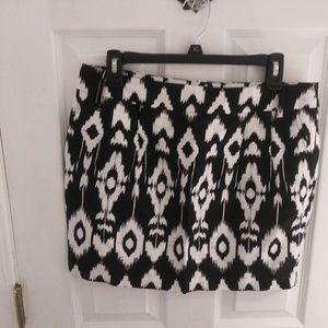 BNWT Forever 21 black & white design skirt size L